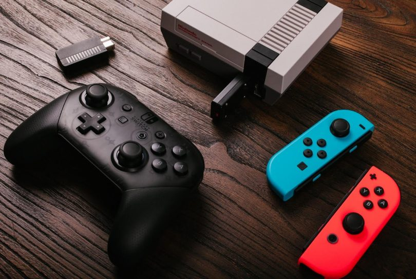Nintendo Switch Joy-Con und Pro-Controller an NES Classic Mini